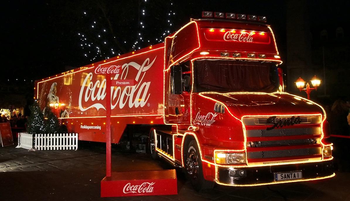 coca cola weihnachtstrucks gehen wieder auf tour. Black Bedroom Furniture Sets. Home Design Ideas